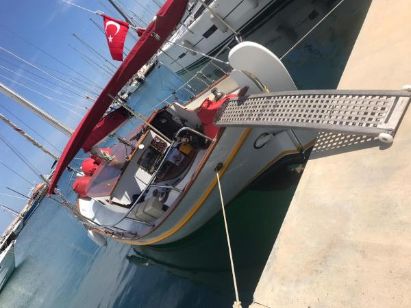 PRIVATE BOAT ( DAILY RENTAL )